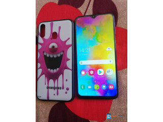 Samsung m20 (4/64gb)good condition with new cover glass free