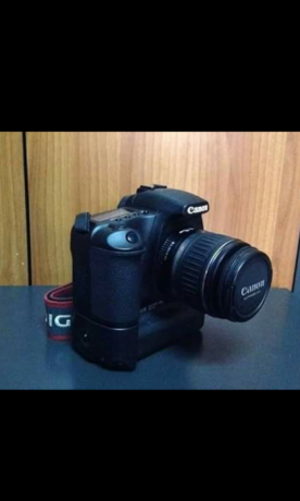 canon-30d-with-lens-canon-18-55mm-big-1