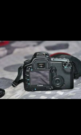 canon-30d-with-lens-canon-18-55mm-big-3